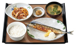 秋だ、秋刀魚だ!やよい軒「さんまの塩焼と牛肉炒めの定食」