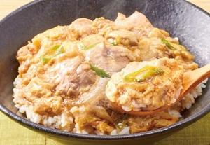 セブン、新「親子丼」は鶏肉増量! とろとろ玉子の特製親子丼