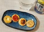 「チーズおかき」にマヨ七味をのせて温めると激ウマ!お酒のつまみに