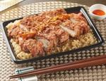 """ファミマ「ラー油で食べる!台湾風唐揚&炒飯弁当」""""鶏排(ジーパイ)""""をイメージ"""