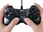 16ボタンとアナログスティック2本を搭載する有線タイプのゲームパッド