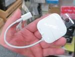 マイク内蔵でビデオ通話にも便利なiPhoneに貼り付くイヤホン変換アダプター