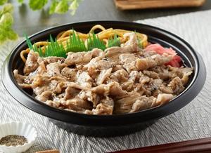 ファミマ「黒胡椒で食べる!豚焼肉丼」