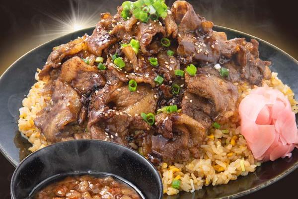 1kg超えのデカ盛り丼も!背脂&ガッツリのデリバリー専門店がオープン「MAX鈴木の背脂飯店」