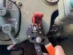 航空機のコックピットのスイッチを米軍車両のハンヴィーに取り付けます