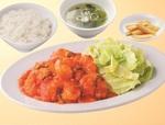 れんげ食堂Toshu、大きなエビの「海老のチリソース定食」