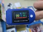 血中酸素飽和度が把握できるパルスオキシメーターが1980円