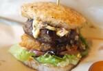 おいしい「ごはんバーガー」はこれ!コナズ珈琲の「ハンバーグライスバーガー」