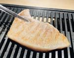魚を焼肉スタイルで味わう新感覚メニュー「焼きうお」登場、西新宿「俺の魚を食ってみろ!!」