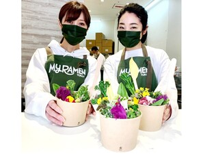 ブーケの中からラーメン!? 食用花を使ったヘルシー麺が新しい マイラーメン グラスヌードル ショップ(東京・渋谷)【ピラティスインストラクターの健康的ラーメンライフ♪】第16回