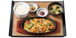 やよい軒「牛ホルモン味噌炒め定食」2種のホルモンとたっぷり野菜!