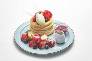 【新宿】ふわふわパンケーキ食べたい!! 専門店「CAFE KRUZE(カフェクルゼ)」オープン、話題メニューのテイクアウトも