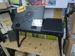 座椅子スタイルで快適にテレワークできるノートPC用多機能ローデスク