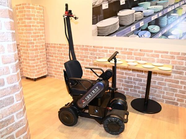 5G通信対応「対話型AI自動運転車いす」を横浜みなとみらいで体験乗車