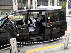 シャトルサービスで移動の課題に挑むNearMeの「西新宿どこでもドアシャトル」