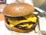 マクドナルド「トリプル肉厚ビーフ」 こういうのでいいんだよ、と言いたいが……