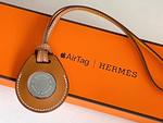 アップル×エルメス「AirTag Hermès」見つからない探しものを追跡