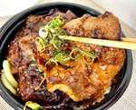 すた丼さん、またコッテリなの出してきた「北海道すた丼」は大判の豚肉にバターが魅惑