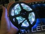 スマホから発光をコントロール! 5mのスマートテープLEDが1500円