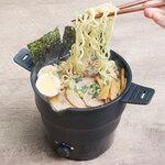 サンコー「おひとりさま用折りたたみラーメン鍋」、最大容量1L&強弱2段階切り替えが可能な電気鍋