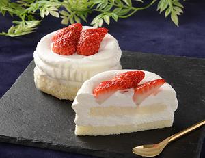 ローソン3号ケーキ「グラン絹白クリームの苺ショート」