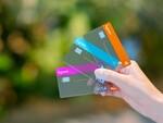 半透明仕様のタッチ決済カード、ミクシィ「6gramリアルカード」で日本初実現