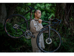 ロードバイクAETHOSのスペシャルコラボ スペシャライズド新宿でアーティストとコラボしたバイクやその映像作品を展示
