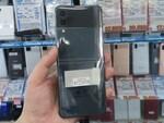 縦折りで超コンパクトになる「Galaxy Z Flip3 5G」の海外版が早くもアキバに!