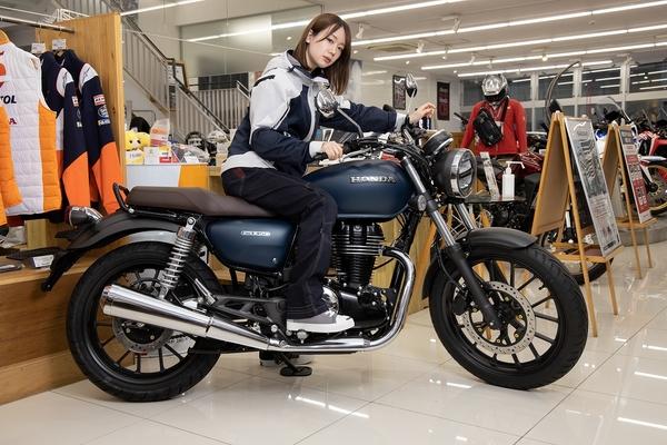 バイクに乗って風になれ! 現役モデルのバイク免許取得大作戦