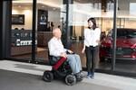 次世代型電動車椅子のWHILL、全国の自動車ディーラー160店舗で試乗可能に