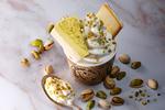 ピスタチオケーキを贅沢にトッピング! 東京ミルクチーズ工場、季節限定「CowCowサンデーSpecial ピスタチオ」
