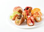 フルーツ盛りすぎ! 京王新宿にコロンバンのワッフル専門店が期間限定オープン、11月11日から