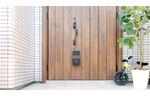 LIXIL、玄関に取り付け可能な宅配ボックス「ATMO」を10月22日より一般発売開始